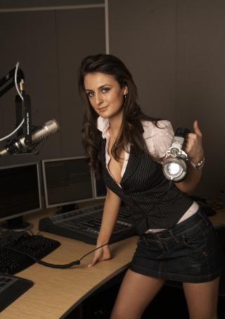 DJ Vika Jigulina-320x453